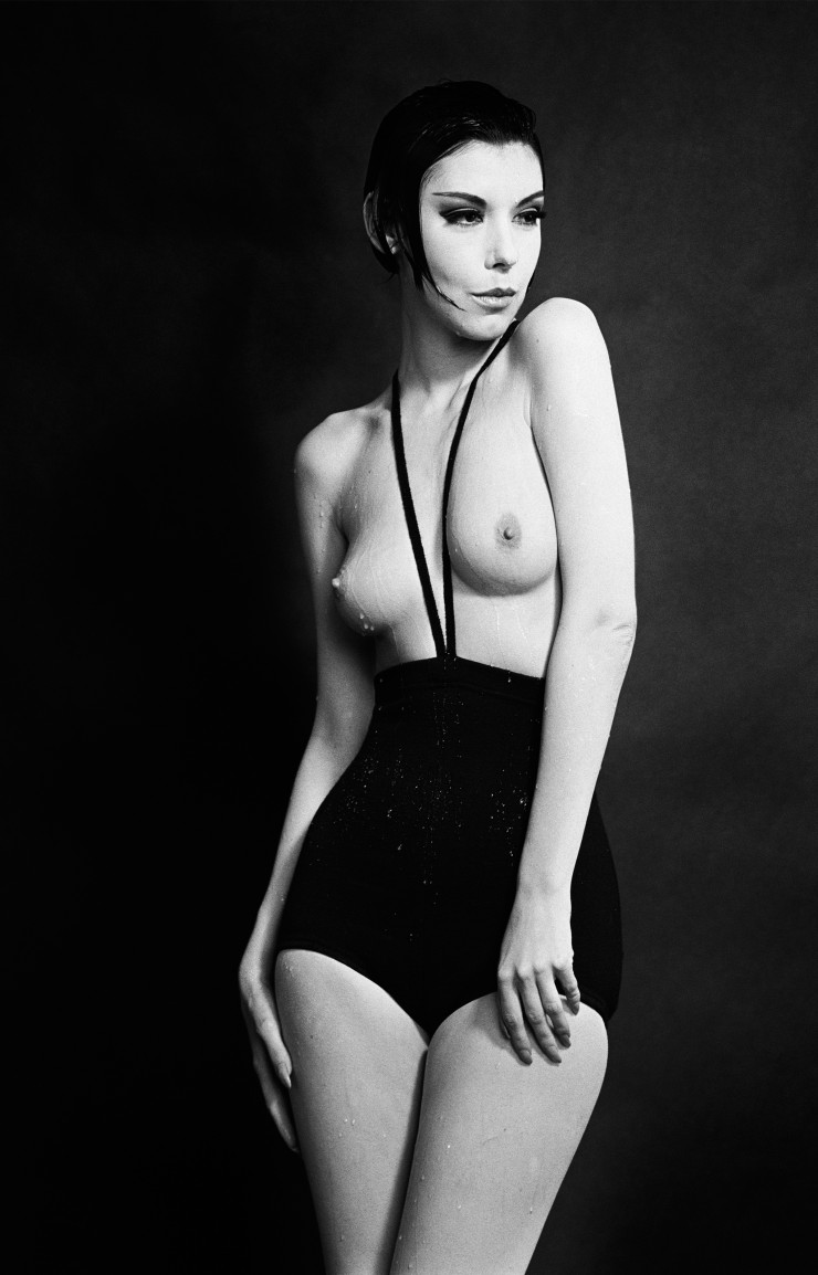 « Peggy Moffitt en Rudi Gernreich, Topless Swimsuit » de William Claxton (1964).