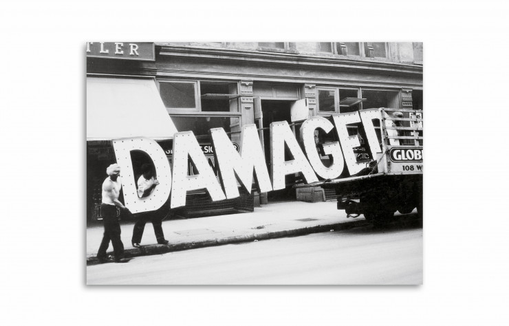 « Truck and sign » de Walker Evans.