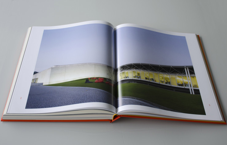 Le livre « The long life of design in Italy. B&B Italia 50 years and beyond », imaginé par Stefano Casciani.