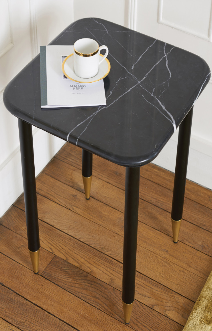 Table bout de canapé en marbre, 169€.