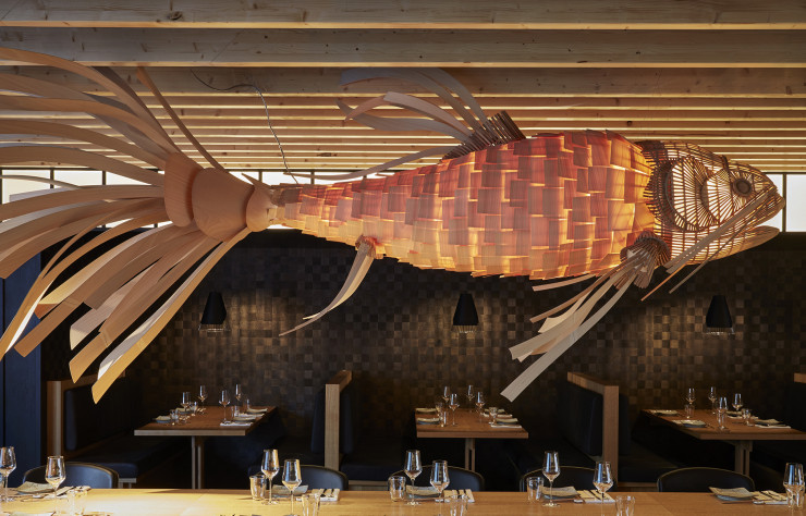 L'énorme poisson volant est la signature de l'Izakaya Asian Kitchen & Bar.