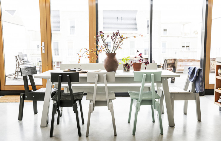 Tables et chaises Industriell (IKEA).
