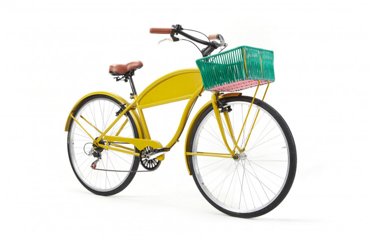 Vélo « Bici », disponible dans quatre combinaisons de couleurs issues de la collection « Caribe ».