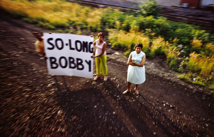 Magnum Photos, sans titre, série RFK Funeral Train, 1968. Avec l'aimable autorisation de la Danziger Gallery.