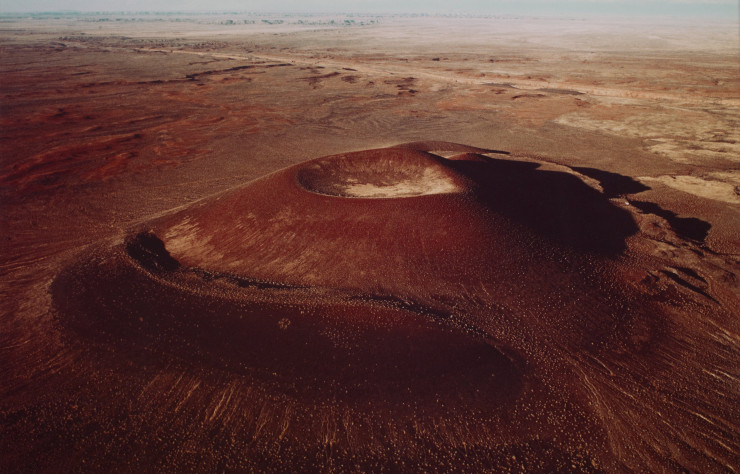 Aerial view of the crater de James Turrell, photographie (1982).