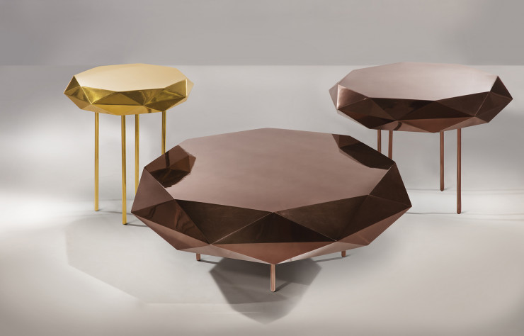 Tables « Stella » de Nika Zupanc, en finitions « rose » et « or ».