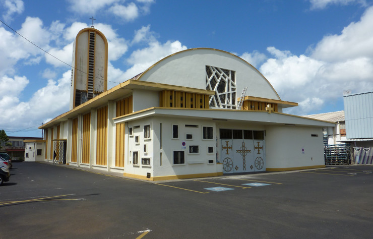 Église paroissiale Saint-Christophe, 1956-1968. Jules Alazard, Jacques Tessier, Raymond Crevaux, architectes. Fort-de-France (972), Martinique.