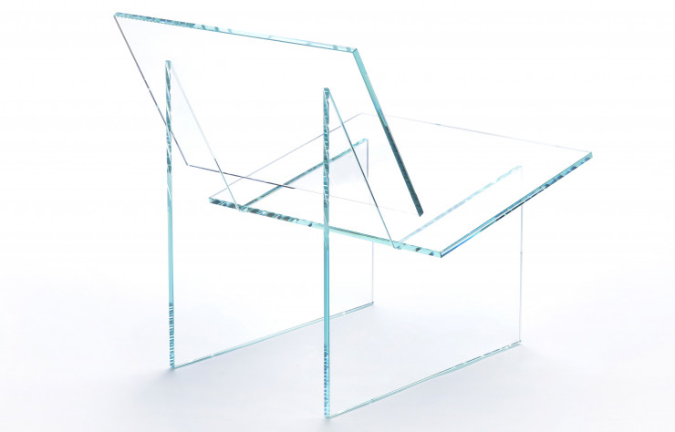 Fauteuil en verre transparent de la collection Monolog (Exercice-Studio).